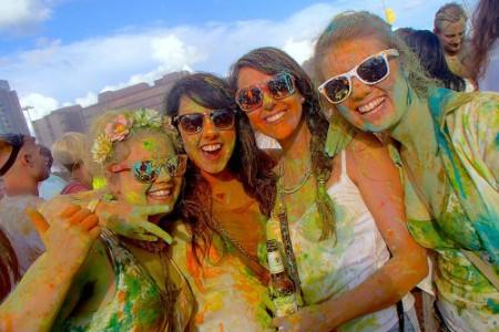 【レポート】 HOLIカラーフェスがヨーロッパで大人気!